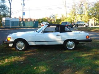 Mercedes Benz 1989 560sl Roadster White And Gray photo