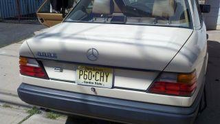 1988 Mercedes 300e photo