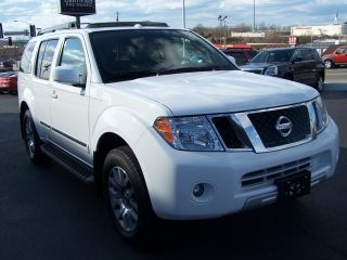 2010 Nissan Pathfinder Le Sport Utility 4 - Door 4.  0l photo