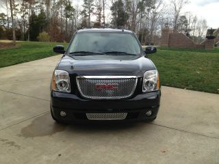 2009 Gmc Yukon Denali Sport Utility 4 - Door 6.  2l photo