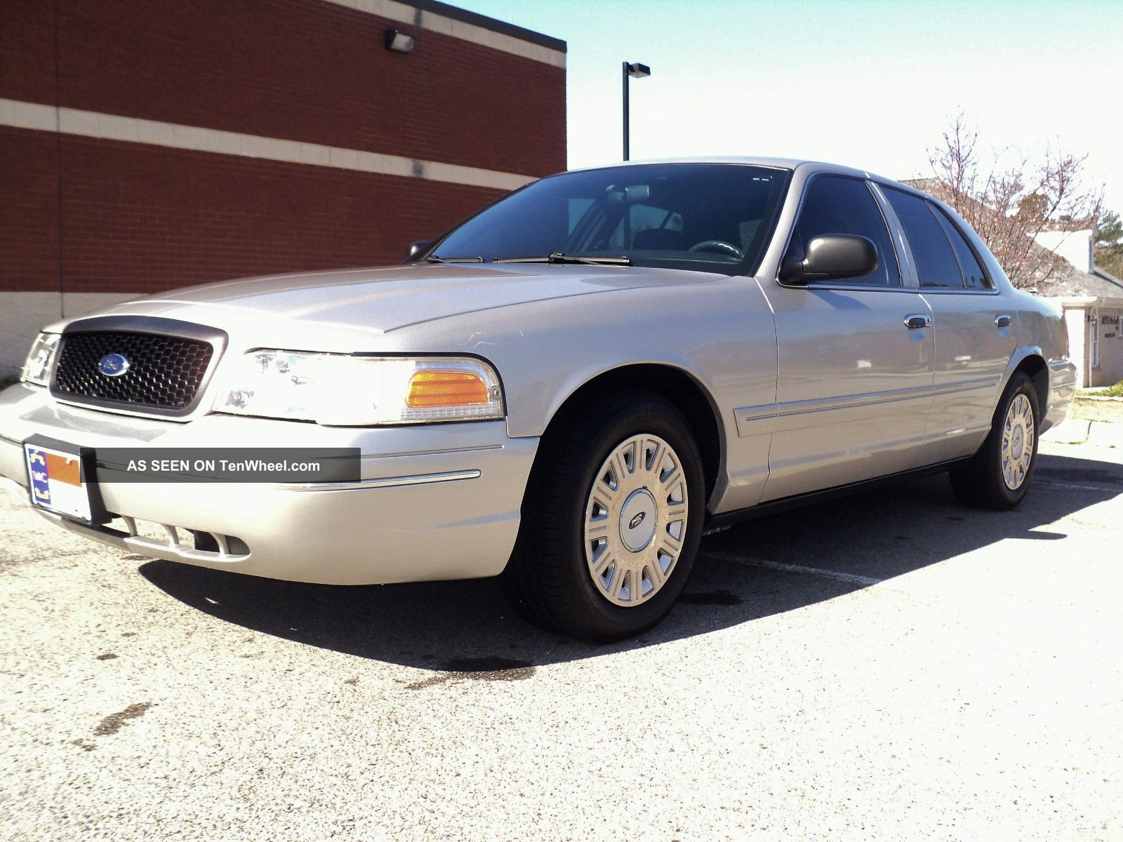 2004 Crown Victoria P71 Police Interceptor.  Ex - Ncshp. . Crown Victoria photo