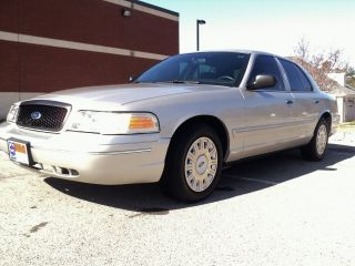 2004 Crown Victoria P71 Police Interceptor.  Ex - Ncshp. . photo