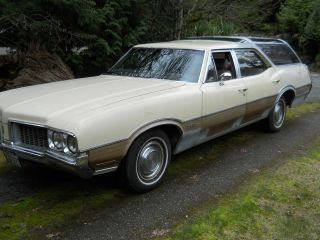 1970 Oldsmobile Vista Cruiser Wagon photo