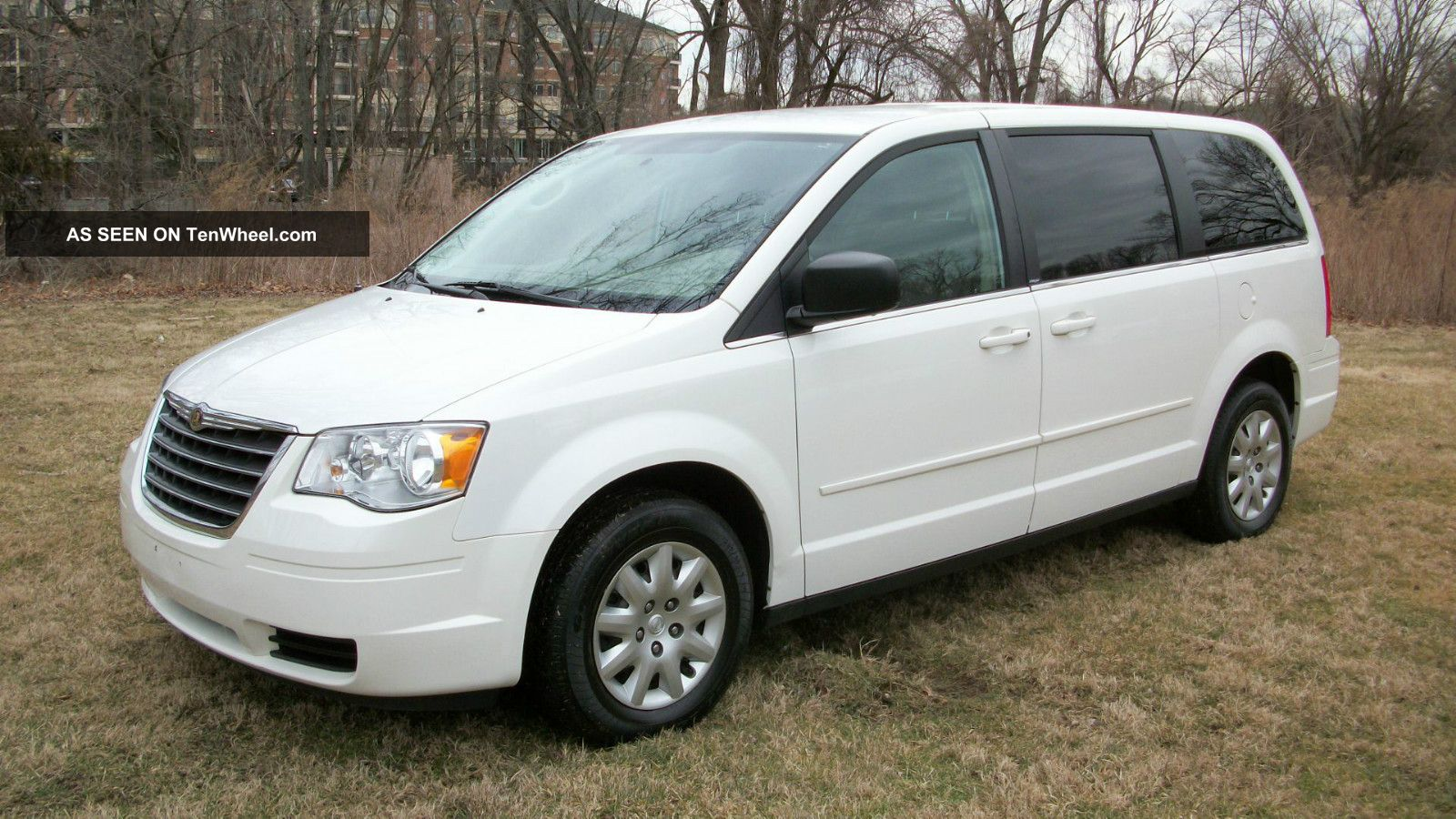 2010 Chrysler Town & Country Lx Mini Van 7 Passenger Stow & Go Seating Runs 100% Town & Country photo