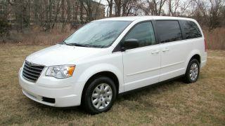 2010 Chrysler Town & Country Lx Mini Van 7 Passenger Stow & Go Seating Runs 100% photo
