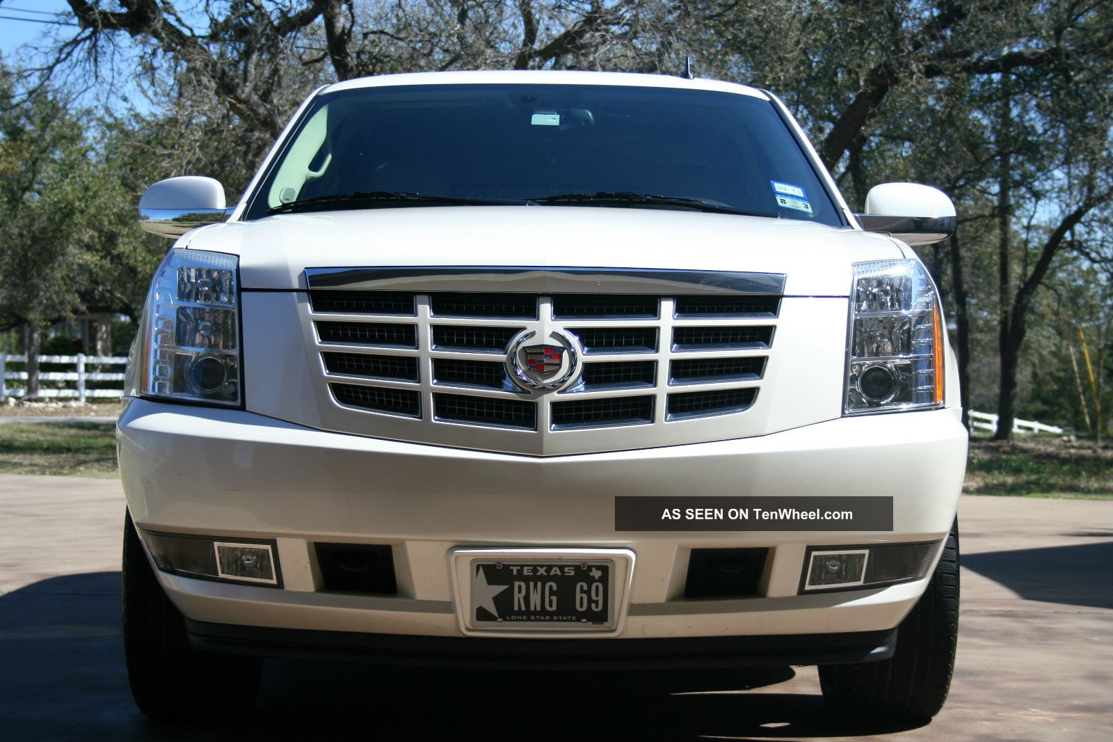 2009 cadillac escalade 22 chrome wheels dvd loaded. Black Bedroom Furniture Sets. Home Design Ideas