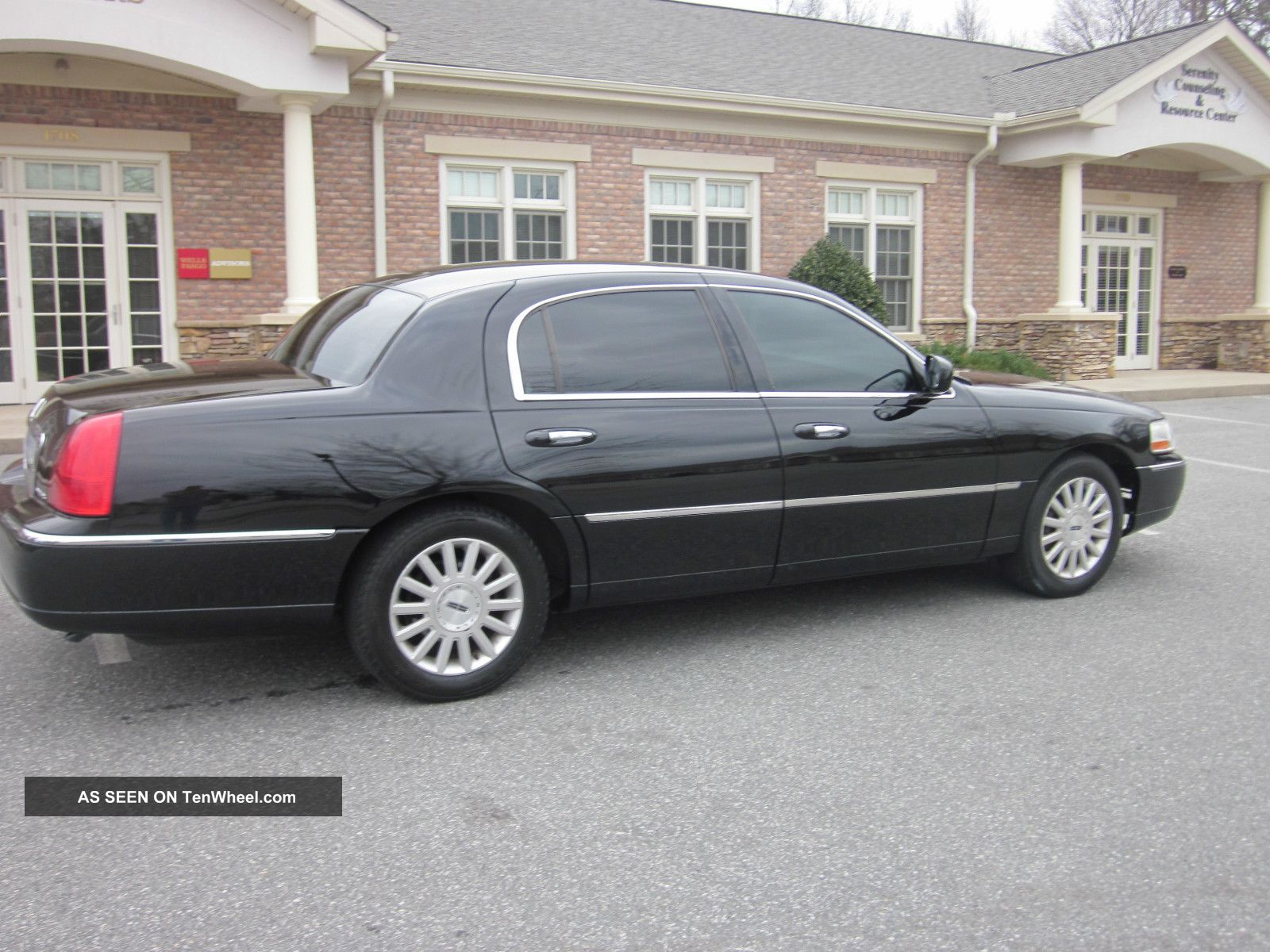 2004 Lincoln Town Car Executive Sedan Triple Black Look Paint Town Car photo