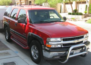2001 Chevrolet Chevy Tahoe Ls 4wd Sport Utility 5.  3l Victory Red Looks Great photo