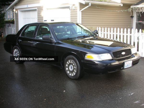 2004 Ford Crown Victoria Police Interceptor Sedan 4 - Door 4.  6l Crown Victoria photo