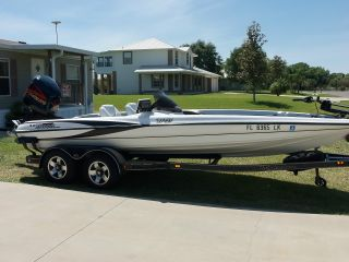 2001 Triton Tr21 Bass Boat photo