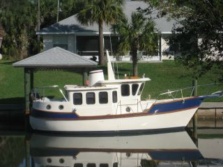 1992 Legacy 32 Trawler Tug photo