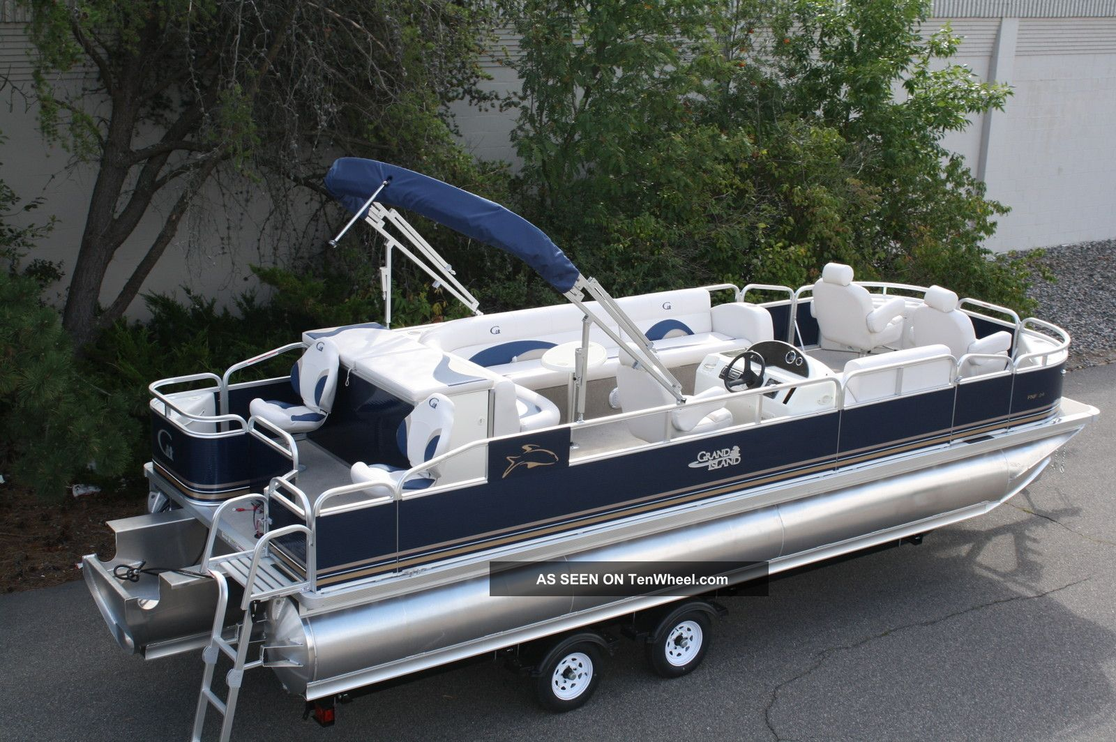 Images of Tahoe Boats Deck
