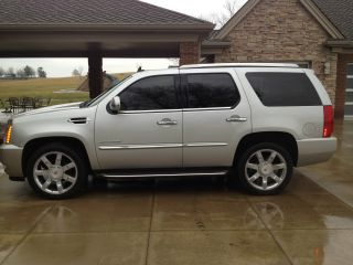 2010 Cadillac Escalade Base Sport Utility 4 - Door 6.  2l photo