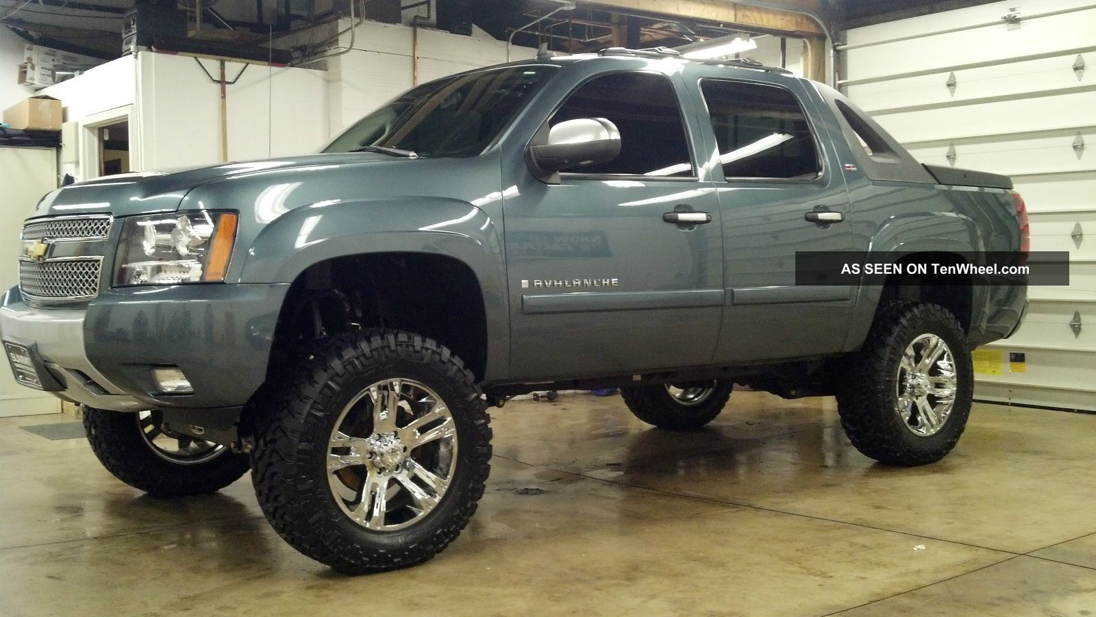 2008 Chevrolet Avalanche Lifted Custom Lt Crew Cab Pickup 4 Door 5 3l