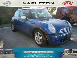 2006 Mini Cooper Base Hatchback 2 - Door 1.  6l photo