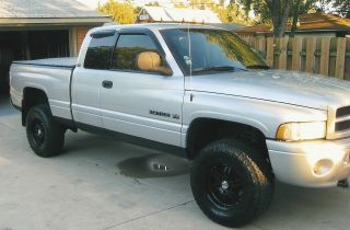 2001 Dodge 1500 Short Box Quad Cab 4x4 Sport With Rims And Tires photo