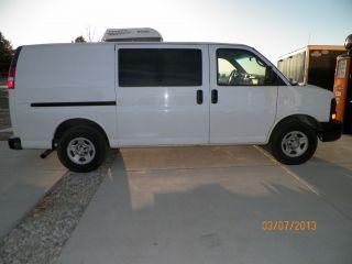2006 Chevrolet Express 1500 Base Standard Cargo Van 3 - Door 4.  3l photo