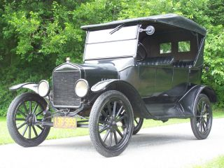 1923 Ford Model T Touring Car photo