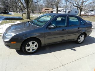 2005 Ford Focus Sedan Se Zx4 Automatic And Loaded.  Only 54,  000 Mi.  Title. photo