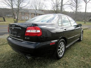 2003 Volvo S40 Sedan 4 - Door 1.  9l. . .  With photo