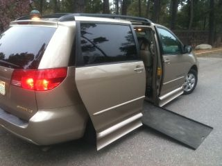2004 Toyota Sienna Le Rampvan photo