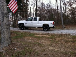 2005 White Chevrolet 2500hd Duramax photo