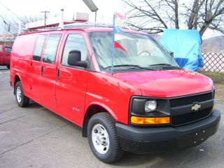 2004 Chevrolet G2500 Express Cargo Van photo