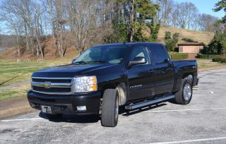 2009 Chevrolet Silverado 1500 Ltz Crew Cab Pickup 4 - Door 5.  3l Black 4x4 photo