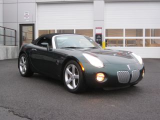 2006 Pontiac Solstice Base Convertible 2 - Door 2.  4l photo