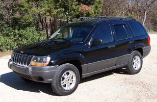 2002 Jeep Grand Cherokee Laredo - V / 8 - Black On Black - In And Out photo