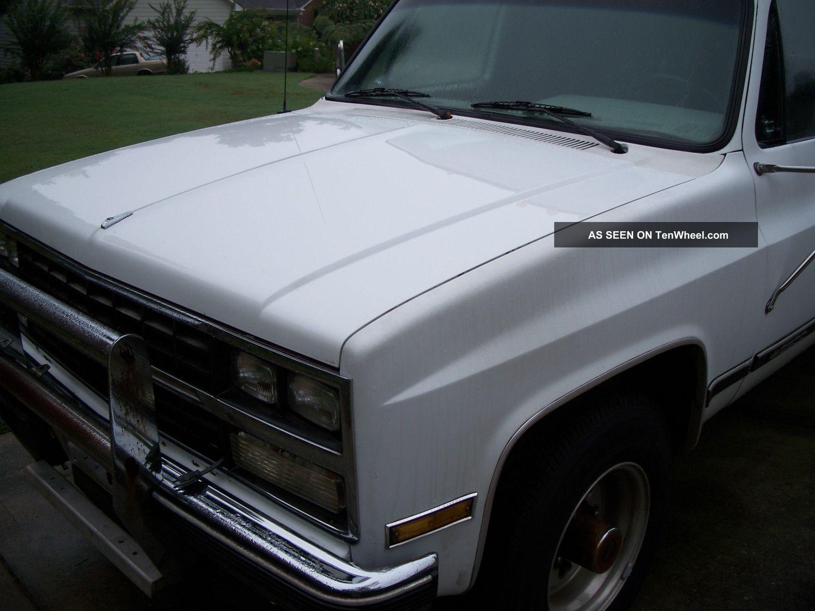 1989 Chevrolet R2500 Suburban Scarb Sport Utility 4 - Door Suburban photo