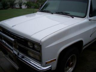 1989 Chevrolet R2500 Suburban Scarb Sport Utility 4 - Door photo