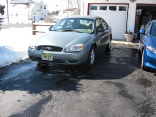 2005 Ford Taurus Se Excellent Car Green Located In Nj photo