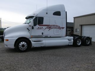 2003 Kenworth T2000 Great Mpg. photo