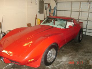 1977 Lt1 4 Speed Manual Mosi Transmission Red Corvette With T - Top.  White photo