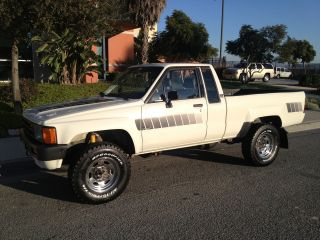 1985 Toyota 4x4 Pickup Truck 4wd Straight Axle 22re 84 85 86 87 88 Pick Up Ca photo