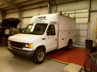 2006 Ford E - 350 Duty Base Cutaway Van 2 - Door 5.  4l Utility Body photo