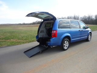 2008 Dodge Grand Caravan Wheelchair / Handicap Ramp Van Rear Entry Conversion photo