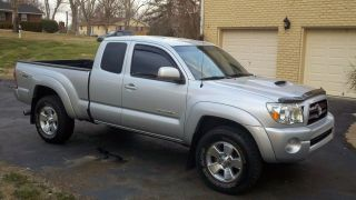 2006 Toyota Tacoma Trd Sport 4x4 Wheel Drive Access Cab 6 Speed Manual Shift photo