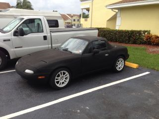 1993 Mazda Miata Le Convertible 2 - Door 1.  6l photo