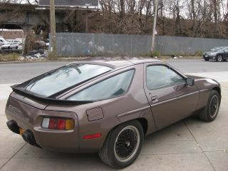1984 Porsche 928s Freshly Painted photo