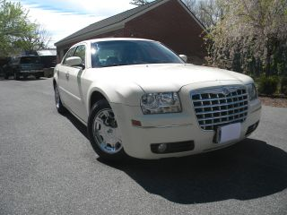 2005 Chrysler 300 Limited Sedan 4 - Door 3.  5l photo