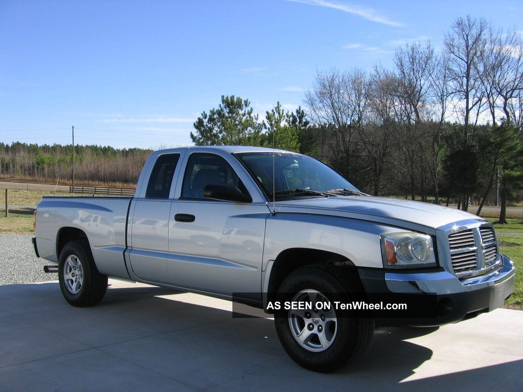 2005 Dodge Dakota Slt Extended Cab 4.  7l V8 Dakota photo