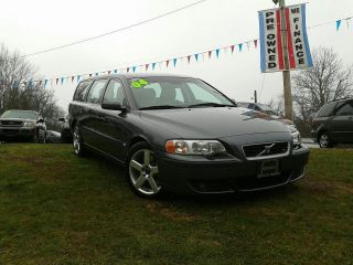 2004 Volvo V70 R Wagon 4 - Door 2.  5l (6 Speed Manual) photo