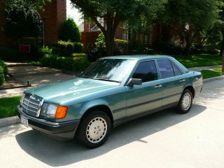 1986 Mercedes - Benz : 300 - Series 4 - Door 5 Passenger Sedan photo