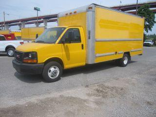 2009 Gmc 15 ' Box Truck With Ramp photo