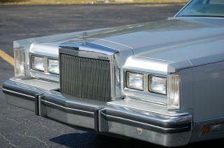 1984 Lincoln Town Car Base Sedan 4 - Door 5.  0l photo