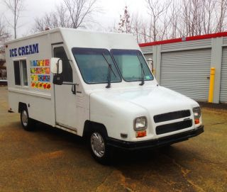 1994 Aeromate Ice Cream Truck By Umc Uitilimaster.  Novelty Food Truck photo