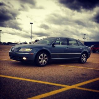 3 Day 2004 Volkswagen Phaeton V8 Sedan 4 - Door 4.  2l photo