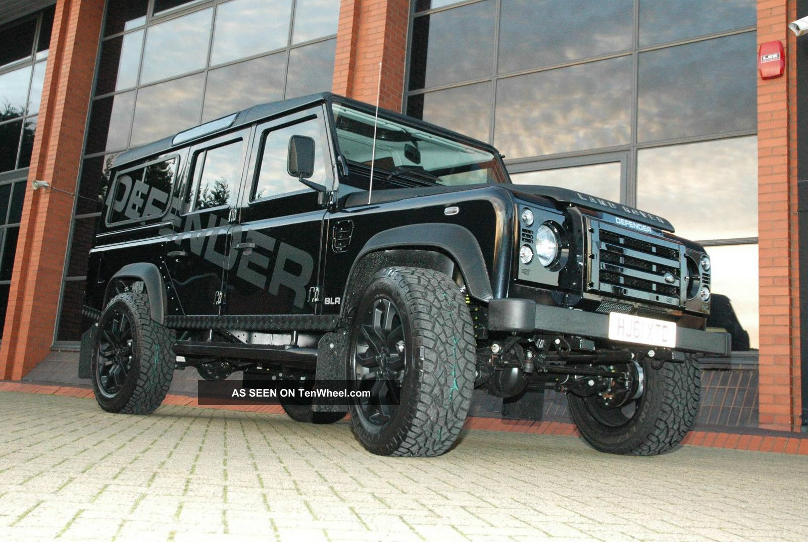 1985 Land Rover Defender 110 Blr 5.  0 V8 Custom Build Lhd N.  A.  S.  Station Wgn Defender photo